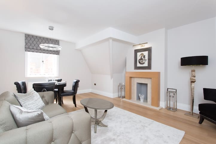 Luxury Mayfair 2 Bedroom Apartment