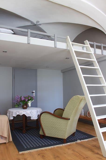 Wohnraum mit Schlafgalerie (Bild 1)