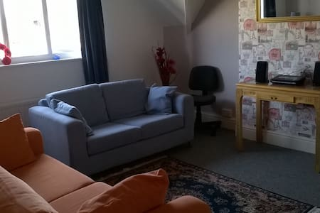 Lovely Top Floor 1 Bedroom Apartment (sleeps 4) - Llandudno