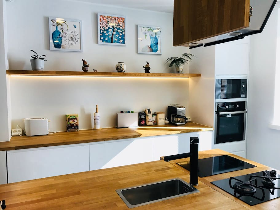 Modern kitchen: toaster, coffee maker, complimentary organic tea and coffee