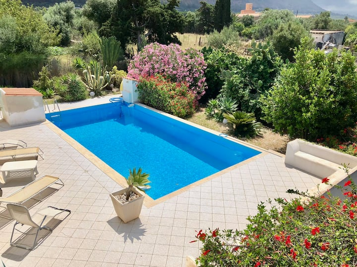 LacasasullascoglieraTerrasini: attico  con piscina