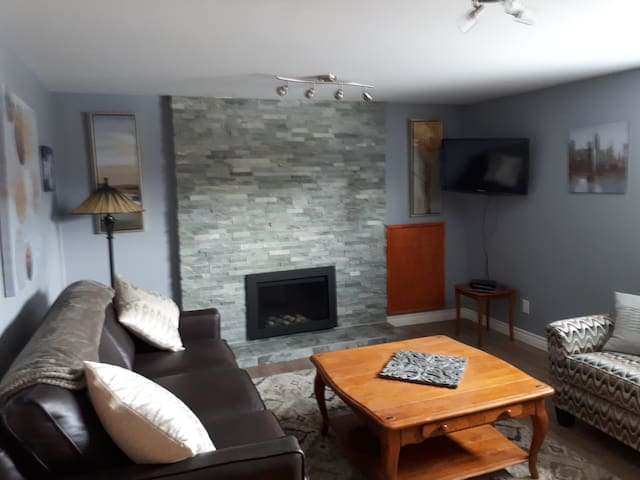MODERN BASEMENT SUITE. CITY PENTICTON APPROVED.