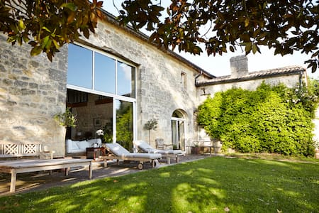 Authentic stone house in the vineyards - Grézillac