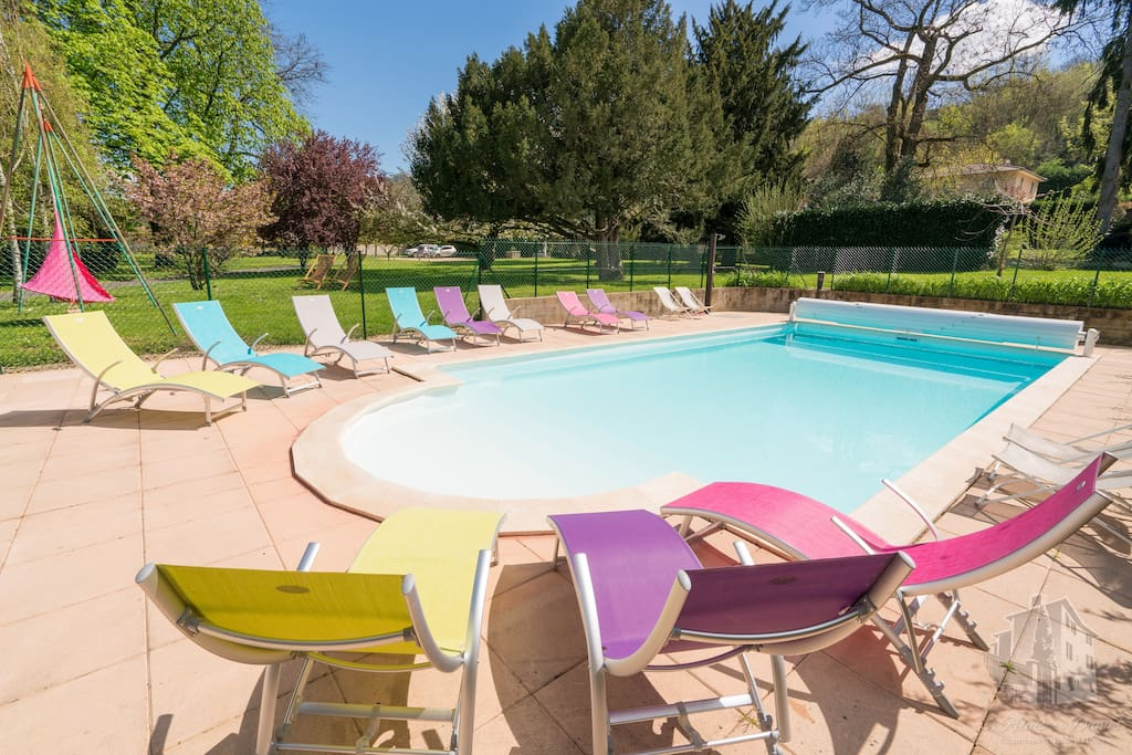 Chambre confort b b pr s de lyon bed and breakfasts for for Pool show lyon