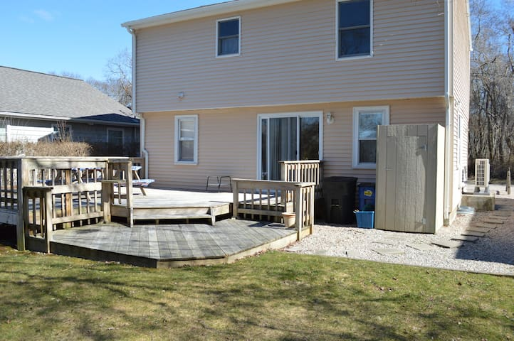 Sunny 3 Bedroom, Walk to the Beach! - Narragansett