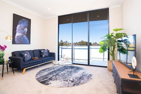 SP246-Modern Brand New Apt in Penrith with parking