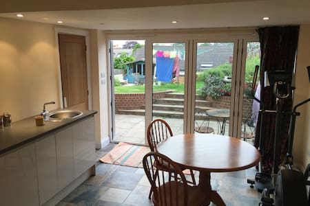 Garden Studio, Central Guildford, Surrey Hills - Guildford - Lägenhet