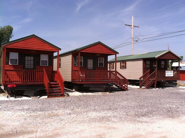Delacroix Cabins & Boat dock - Saint Bernard - Houten huisje