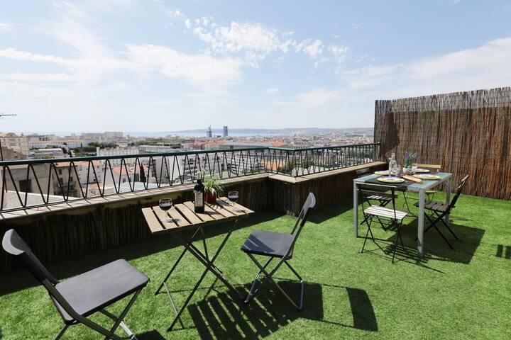 Toit terrasse vue mer panoramique t2 longchamp for T2 marseille terrasse