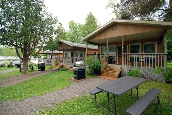 Two Bedroom Lakeside Cottage / Double Jacuzzi Tub Weekly Rate