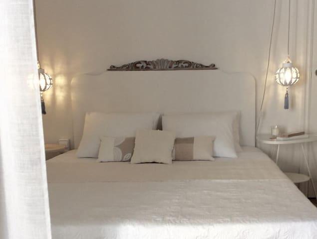 ROMANTIC ROOM IN BCN CENTER....