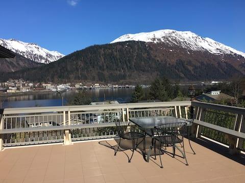 Cozy West Juneau Apartment