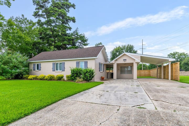 Updated 1-bedroom house in Baton Rouge