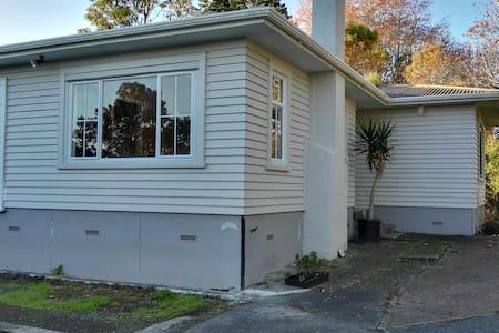 Peaceful garden studio with city convenience - Auckland - Talo