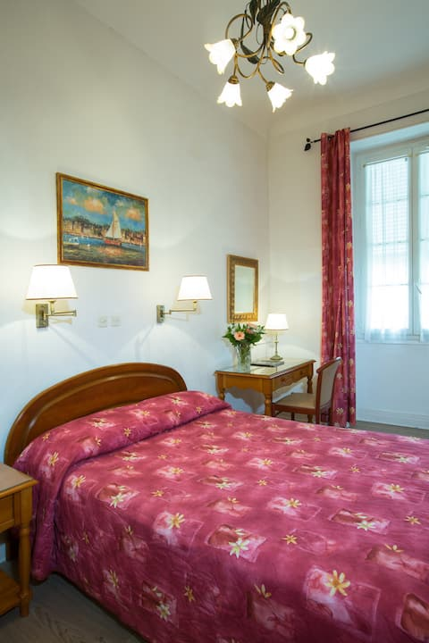 Room 1 person in the heart of Menton
