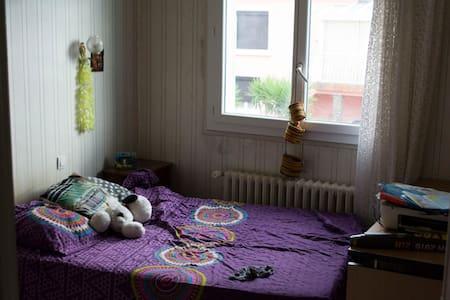 1 Chambre calme dans une maison avec jardin - House