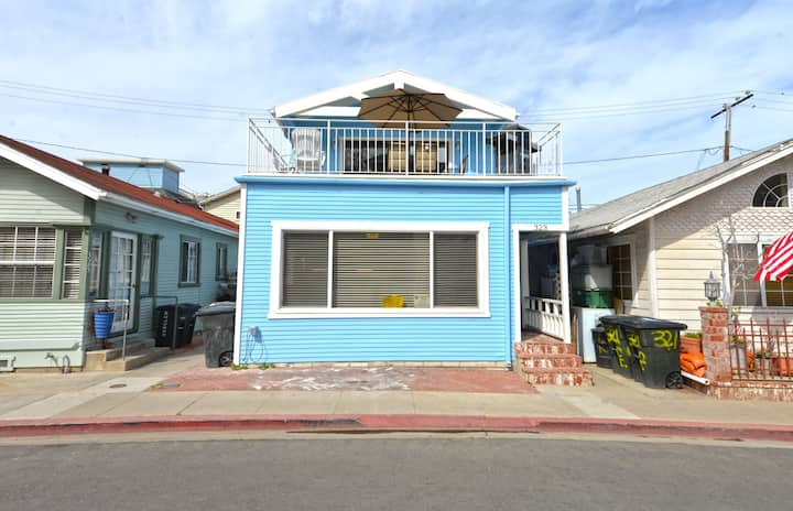 Two Story Family Home w/ Large Deck, WIFI, Close to Beach, Mtn Views - 323 Clemente
