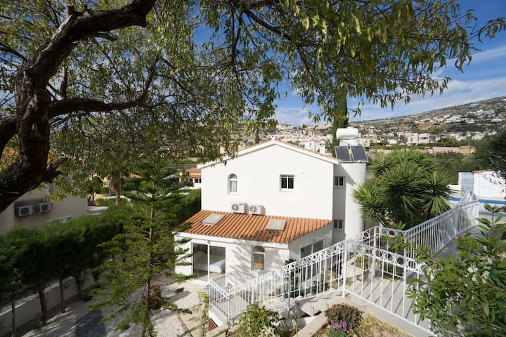 Beautiful Villa in Lower Peyia