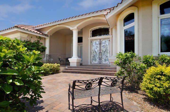 Villa Luxury-Luxury Waterfront Vacation Home