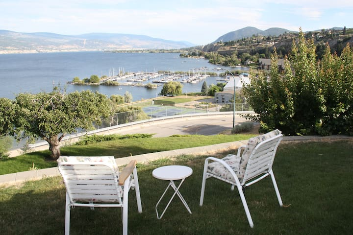 Best beach access + lake-views in Summerland! New!