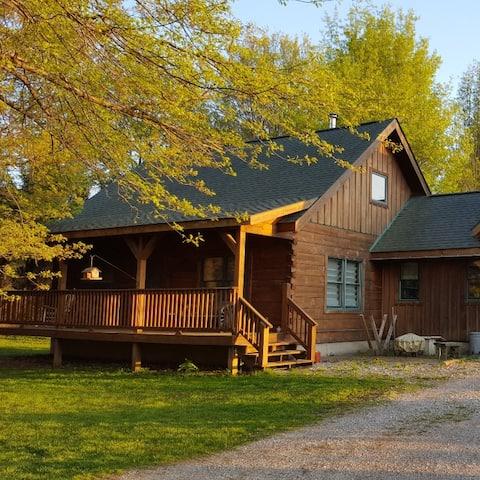 Quiet log house in unique Amish community.