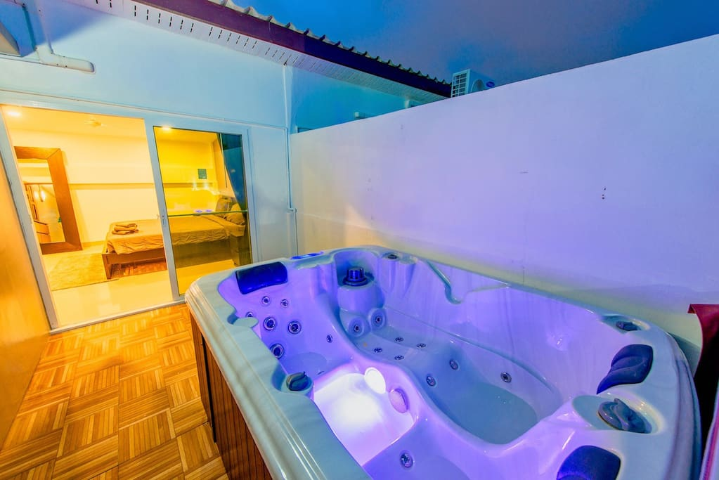 Excellent Jacuzzi on the roof, BBQ and lounge area for wine and beer