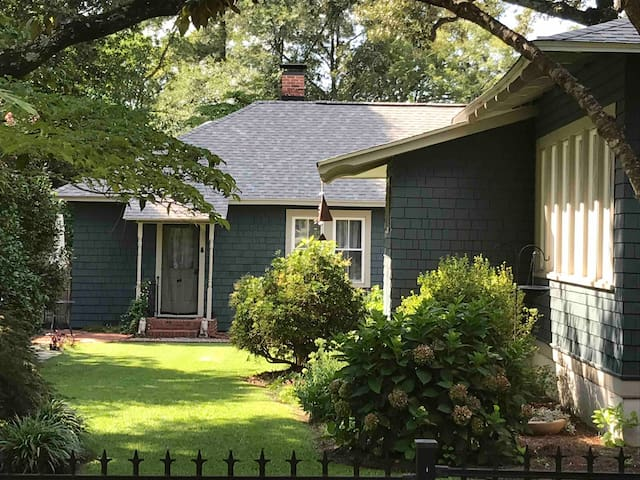 QUAINT DOWNTOWN SOUTHERN PINES CARRIAGE HOME