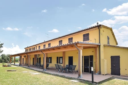 Holiday apartment with 2 bedrooms on 50m² in Montefelcino