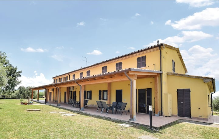 Awesome apartment in Montefelcino with WiFi and 2 Bedrooms