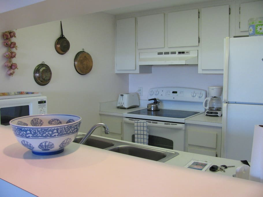 kitchen has a passthrough