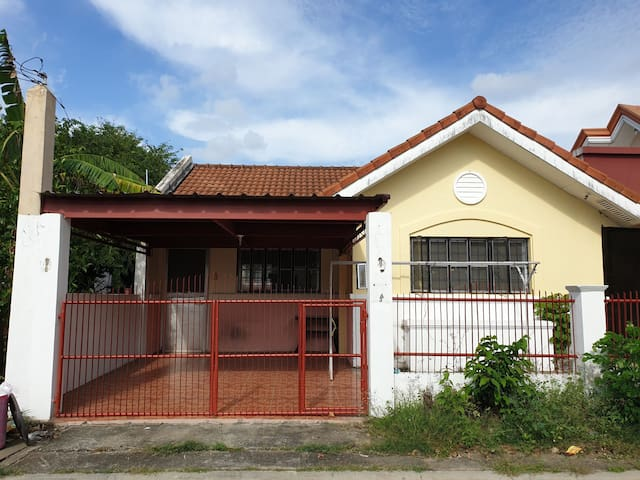 AIRCONDITIONED BACKPACKERS ZONE