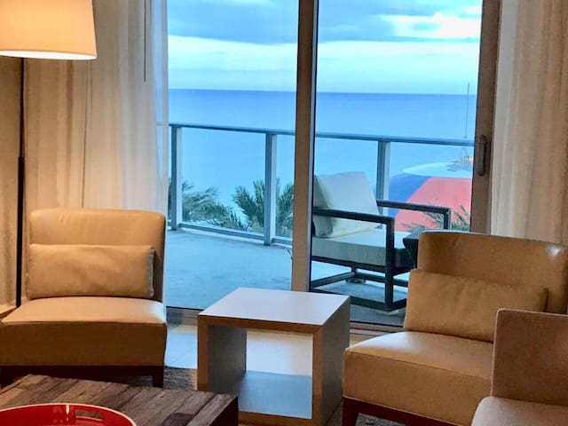 Hyde Luxurious Ocean View 1 Bedroom on the Beach