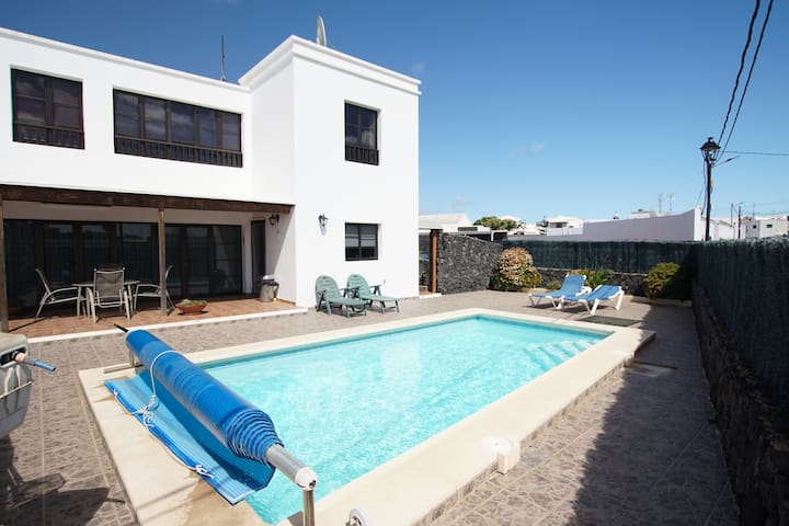Spacious & Stunning 4 Bed Property, Private Pool - Tahiche - House