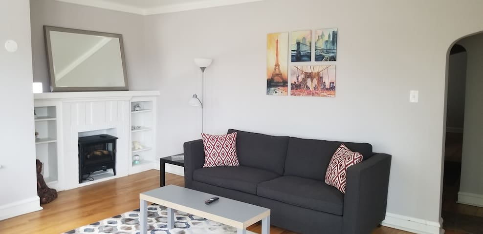 Private 1 Bedroom Apt (Near Hyde Park)
