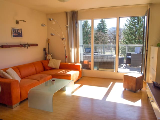 Austrian apartment + sunny terrace + free parking - Innsbruck