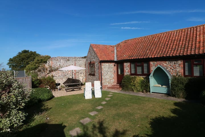 Blackbird Cottage- safe secure garden with parking - Blakeney - Bungalou
