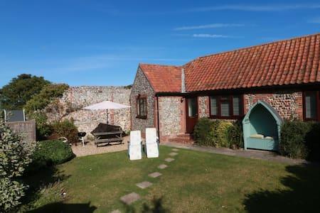 Blackbird Cottage- safe secure garden with parking - Blakeney - Bungalow