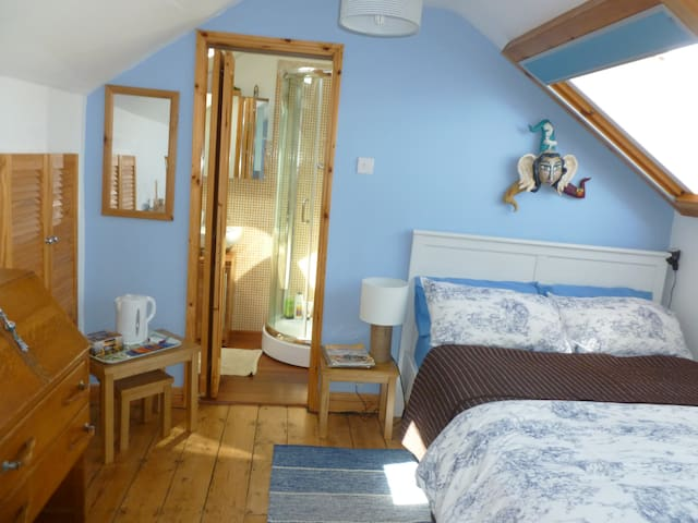 Sunny And Lovely Double Bedroom With Ensuite