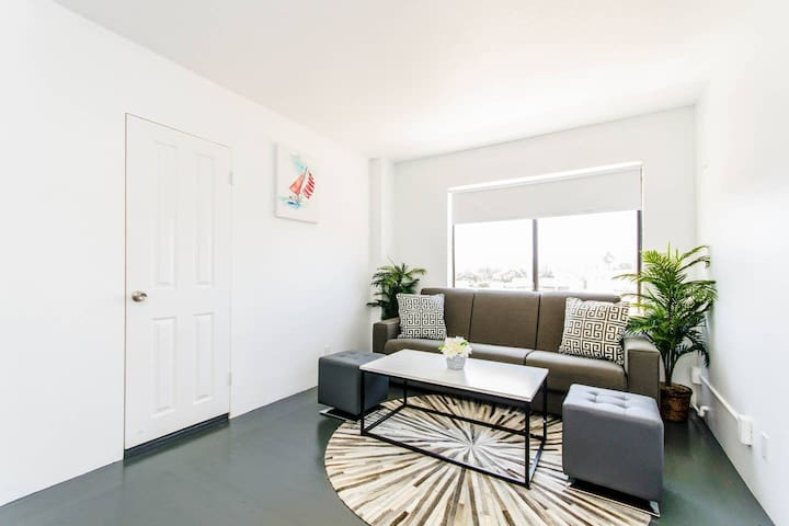 2B1B Spacious Apartment Near the Beach| TORRANCE