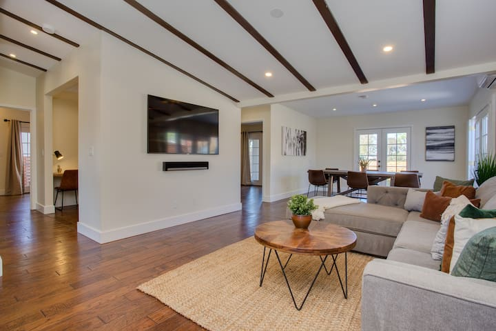 Stylish 4BR HOUSE in the ❤️ of San Diego +A/C Spa