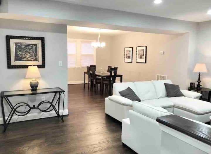 Newly Renovated, Fully Furnished Townhome!