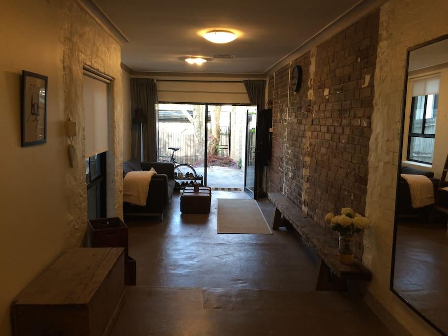 appartement studio style industriel appartements louer. Black Bedroom Furniture Sets. Home Design Ideas