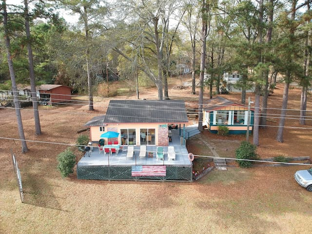 NEW! Lakeside Pleasure Island Cabin w/Deck & Grill