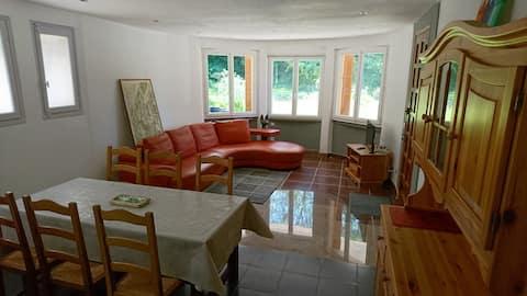 Appartment 3 bedrooms on garden - village center
