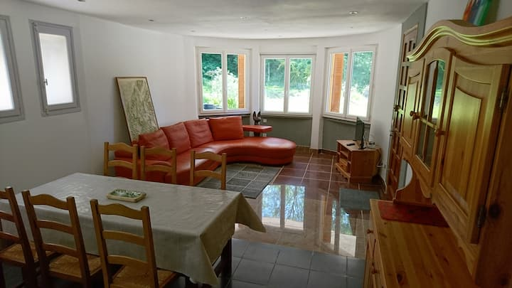 Appartment 3 bedrooms on garden - village center