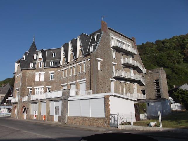 Carolles plage porte du  Mont St Michel 50m mer