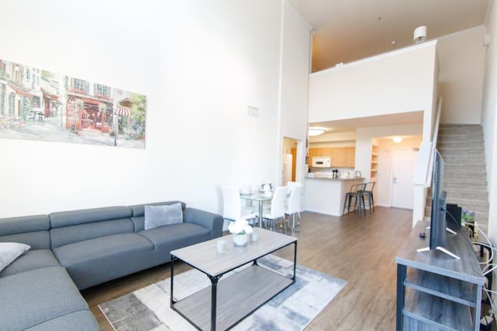 Modern High Ceiling Apartment | 2BR + LOFT W/2BA |