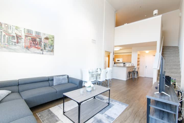 Luxury High Ceiling Apartment | 2Br + Loft w/2 Bth