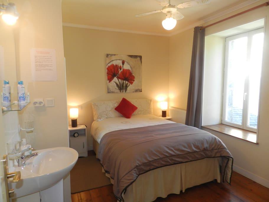 lauras chambres d 39 hotes double room chambres d 39 h tes louer huelgoat bretagne france. Black Bedroom Furniture Sets. Home Design Ideas