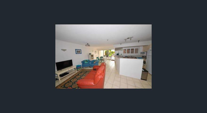 Large Kangaroo Point 3 bedrrom Apartment